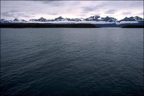 Море и горы в снегу фото фотография
